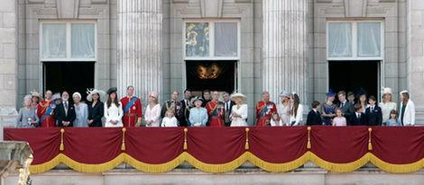 Los Duques de Cambridge en el desfile 'Trooping the Colour' junto a la Familia Real Británica