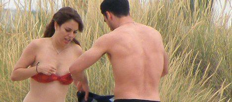 Blanca Suárez y Miguel Ángel Silvestre en la playa