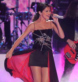 Selena Gomez, reina de los vampiros y las arañas