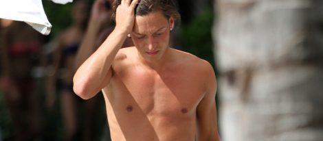 Mesut Özil sin camiseta