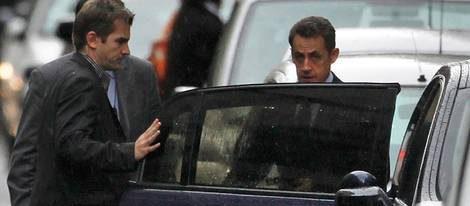 Nicolas Sarkozy llega a 'La Muette' para visitar a Carla Bruni y su hija recién nacida