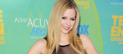 Avril Lavigne fue brutalmente agredida en un bar