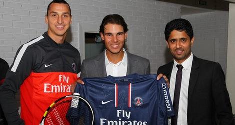 Rafa Nadal y Alberto Contador se convierten en futbolistas por unos segundos