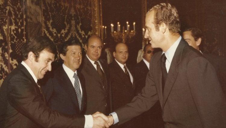 El Príncipe Jorge Bagration saludando al Rey Juan Carlos   Facebook