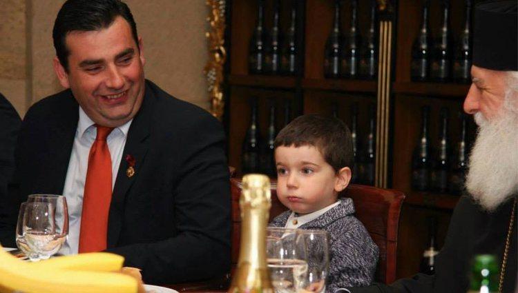 El Príncipe David Bagration con su hijo, el Príncipe Giorgi   Facebook