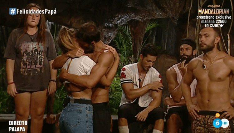 El abrazo de despedida de Hugo e Ivana en 'Supervivientes 2020'/ Foto: telecinco.es