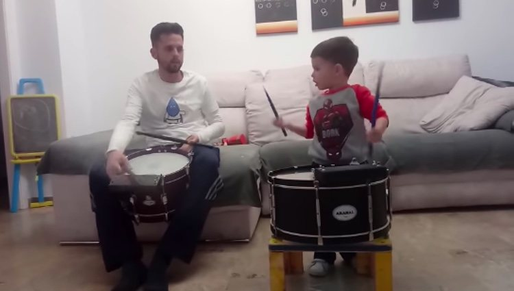 Hugo Molina practica con su padre/Facebook