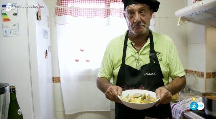 El Dioni preparando la cena en 'Ven a cenar conmigo: Gourmet Edition'