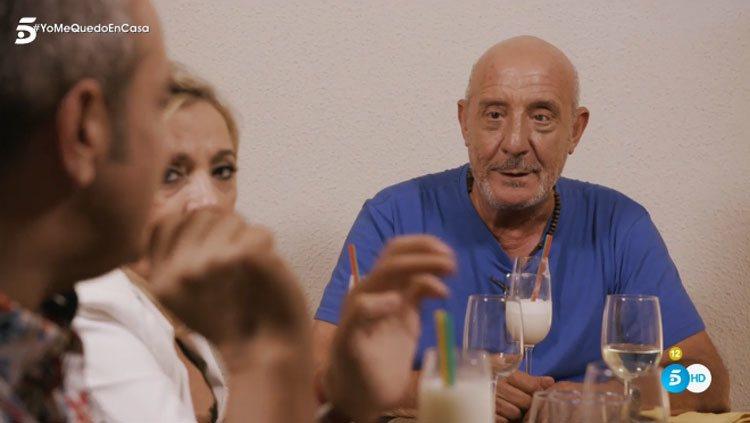 El Dioni durante la cena en su casa con Carmen Borrego, Víctor Sandoval y Bibiana Fernández