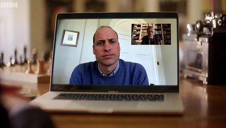 El Príncipe Guillermo durante su videollamada con la BBC