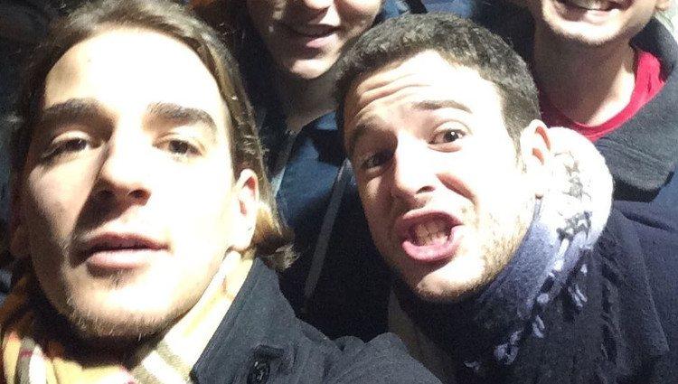 Álex Lequio y Clemente Lequio con amigos | Foto: Instagram