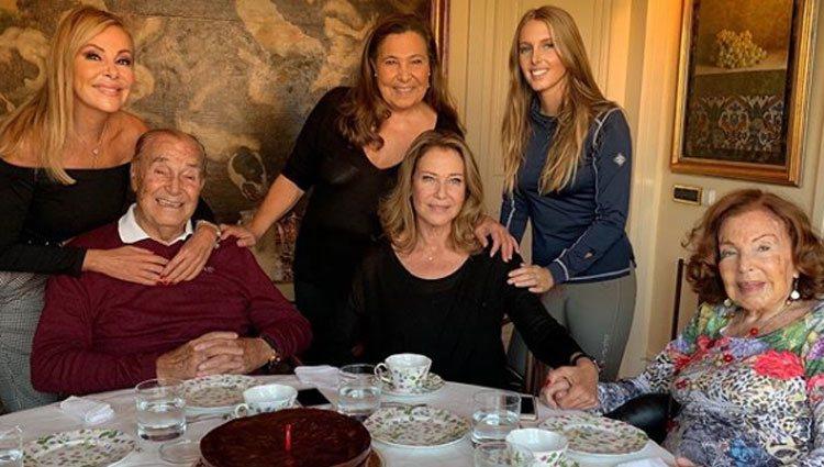 Ana Obregón con sus padres, sus hermanas y su sobrina