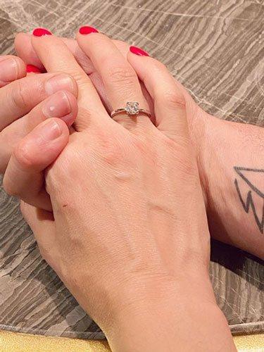 El anillo de compromiso de Vania Millán/ Foto: Instagram