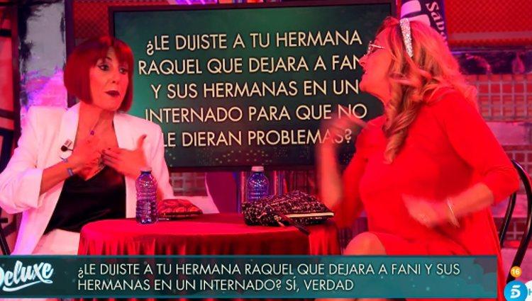 Las hermanas enfrentadas en 'Sábado Deluxe'| Foto: telecinco.es