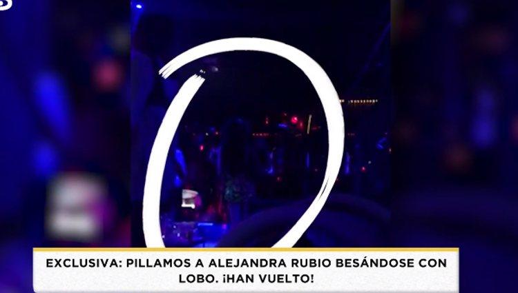 Alejandra Rubio de espaldas con Álvaro Lobo | Foto: telecinco.es