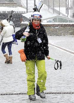 Mercedes Milá esquiando