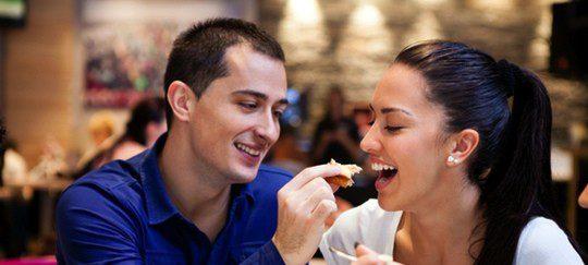 Aprovecha una cena para seducir a tu pareja