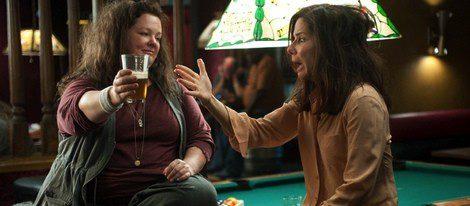 Melissa McCarthy y Sandra Bullock en una escena de 'Cuerpos especiales'
