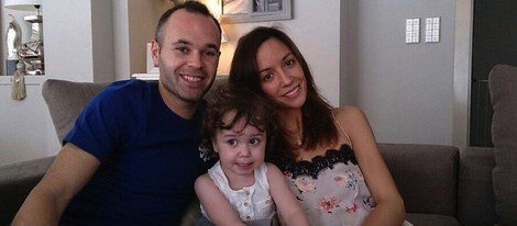 Andrés Iniesta con Anna Ortiz y la pequeña Valeria
