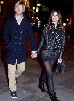 Guti y Romina Belluscio disfrutan de su amor en el concierto de El Pescao en Madrid