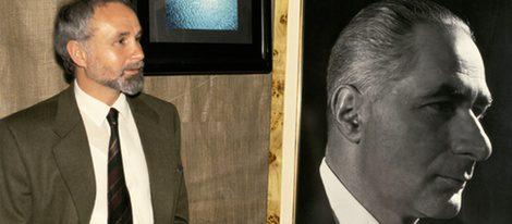 Ernesto Koplowitz Amores con una foto de su presunto padre