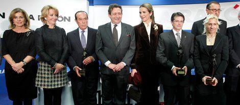La Infanta Elena con los premiados en la IV Edición de Alfonso Ussía