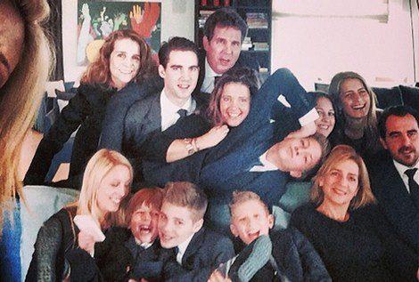 'Selfie' de la Familia Real griega con las Infantas Cristina y Elena / Instagram