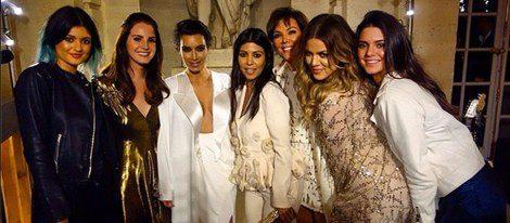 Las hermanas Kardashian se divierten en la fiesta pre-boda de Kim en el Palacio de Versalles