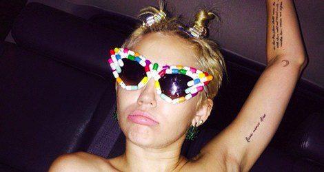 Miley Cyrus en topless en Alexander Wang / Instagram