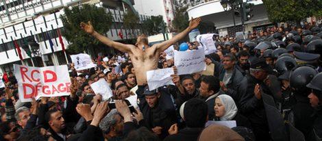 Manifestantes en favor de la Revolución de los Jazmines en Túnez