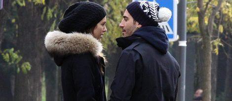 Blanca Suárez y Miguel Ángel Silvestre, dos enamorados que se divierten patinando