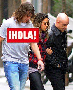 Primeras imágenes de Carles Puyol y Giselle Lacouture dando un paseo por Barcelona