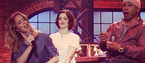 Emily Blunt y Anne Hathaway en el programa de batallas presentado por  LL Cool J   Instagram