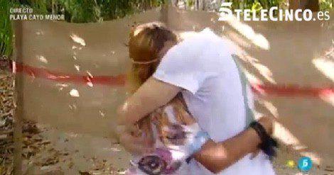 Chabelita y su novio Alejandro abrazándose / Telecinco.es