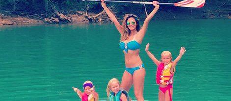 Nicole disfrutando de un día acuático junto a sus sobrinos|Foto:Instagram