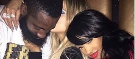 Khloe Kardashian besa a James Harden con Khloe Malika en el cumpleaños de Kylie