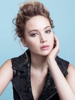 Jennifer Lawrence posando para Dior Addict