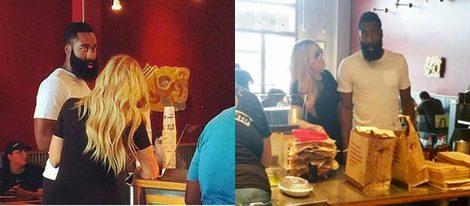 Khloe Kardashian y James Harden en un restaurante de Houston