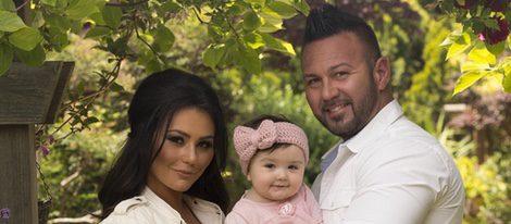 Jenni 'Jwoww' su marido Roger y su hija unidos | Foto: Instagram
