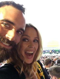 Kylie Minogue y Joshua Sasse en la final del Mundial de Rugby |Foto: Instagram