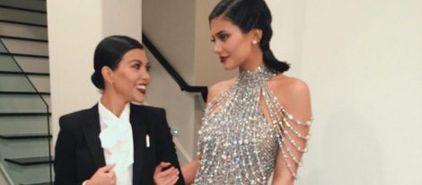Kourtney Kardashian y Kylie Jenner, vestidas para la celebración en Instagram