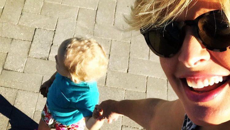Tania Llasera con su hijo Pepe / Instagram