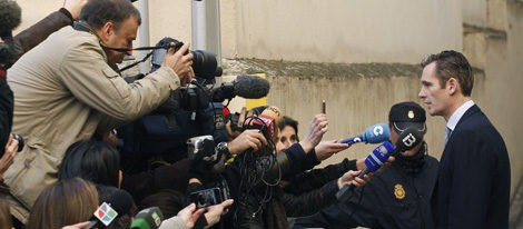 Iñaki Urdangarín atiende a los medios antes de entrar a declarar