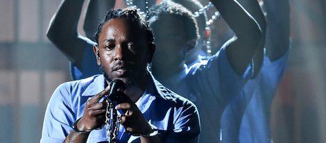Kendrick Lamar durante su actuación en la ceremonia de los Premios Grammy 2016