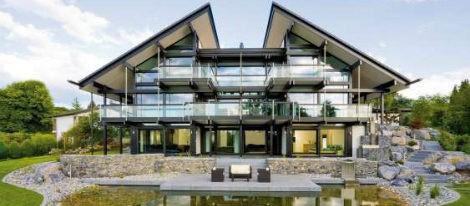 Las casas construidas por Huf Haus se caracterizan por sus numerosas cristaleras y sus interiores diáfanos