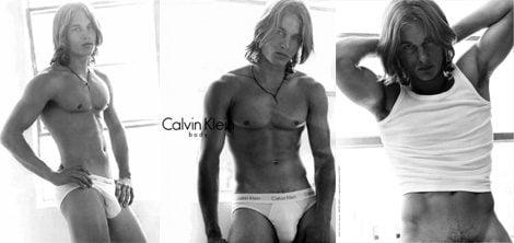 La famosa campaña de Travis Fimmel para Calvin Klein Underwear en los años 2000