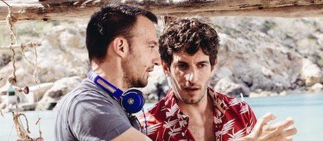 Alejandro Amenábar y Quim Gutiérrez durante el rodaje de 'Vale'