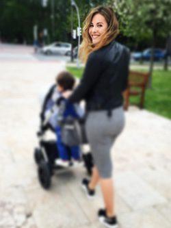 Jessica Bueno paseando con sus hijos / Instagram