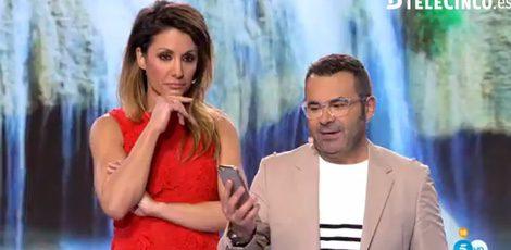 Nagore Robles y Jorge Javier Vázquez leyendo el mensaje / Telecinco.es