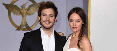 Sam Claflin y su mujer Laura Haddock en el estreno de 'Sinsajo', celebrado en Los Ángeles